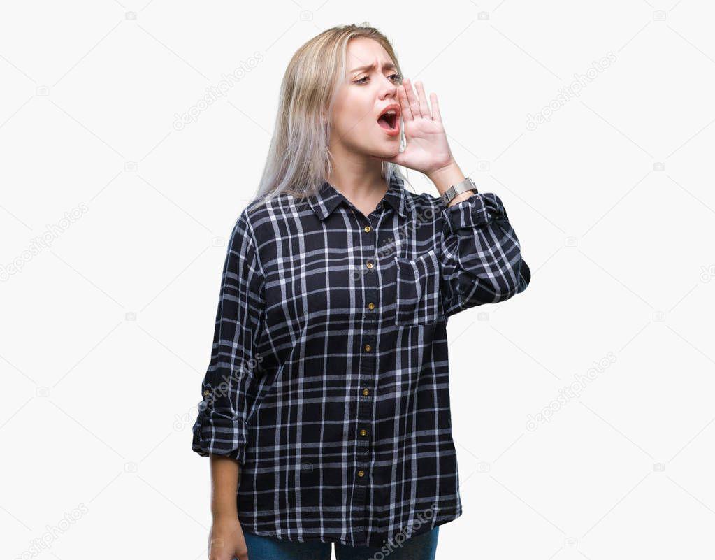 gromko-krichat-blondinki