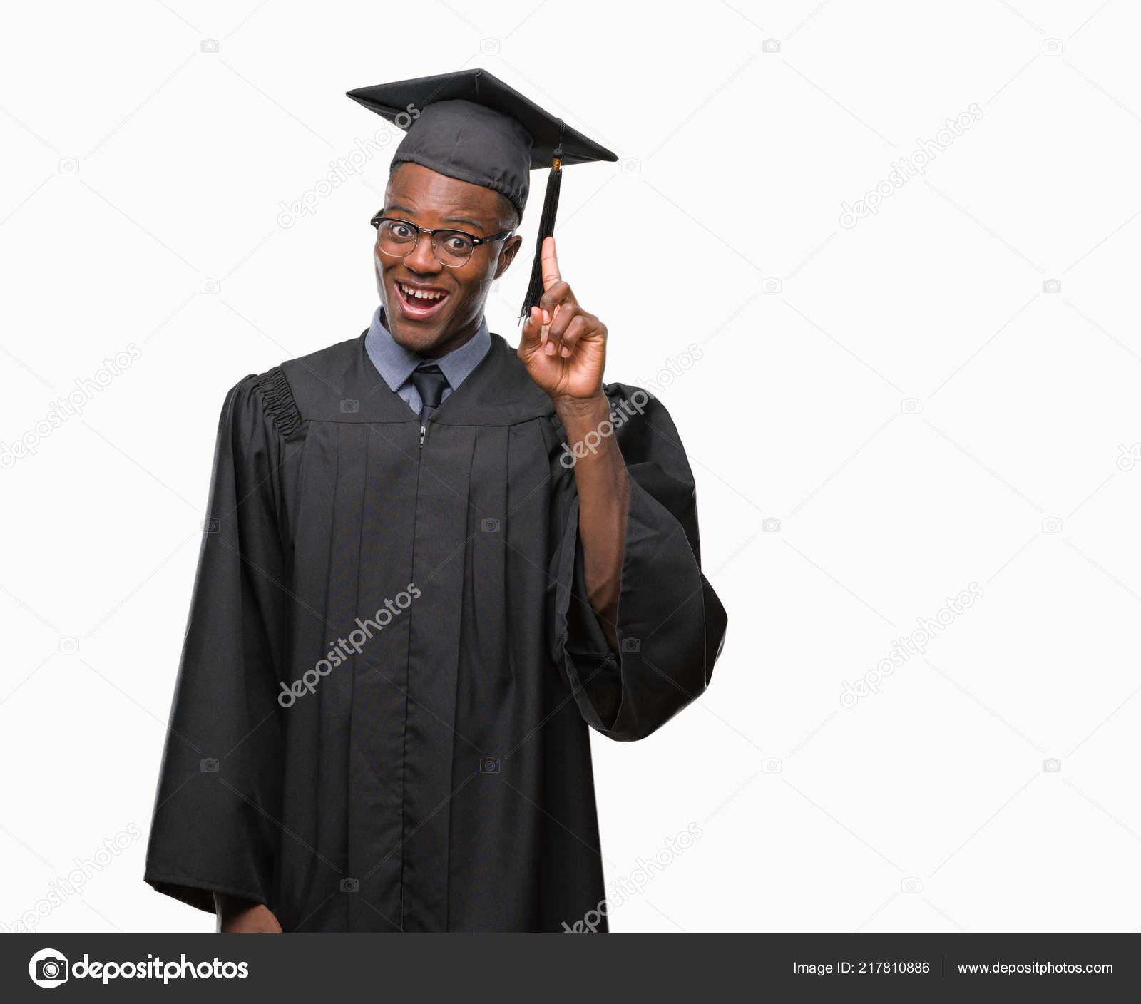 5a9d18983 Joven Había Graduado Hombre Africano Americano Sobre Fondo Aislado Hacia —  Foto de Stock