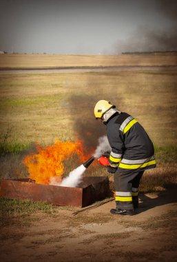 Bir eğitim ateşinde eğitmen