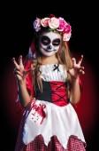 Fotografie Mädchen tragen Santa Muerte Halloweenkostüm scary Gesten