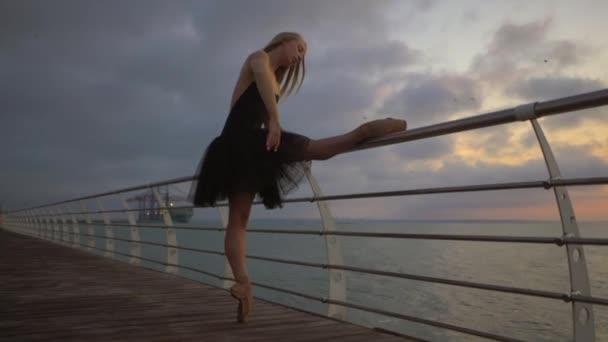 Балерина на море голая видео 4