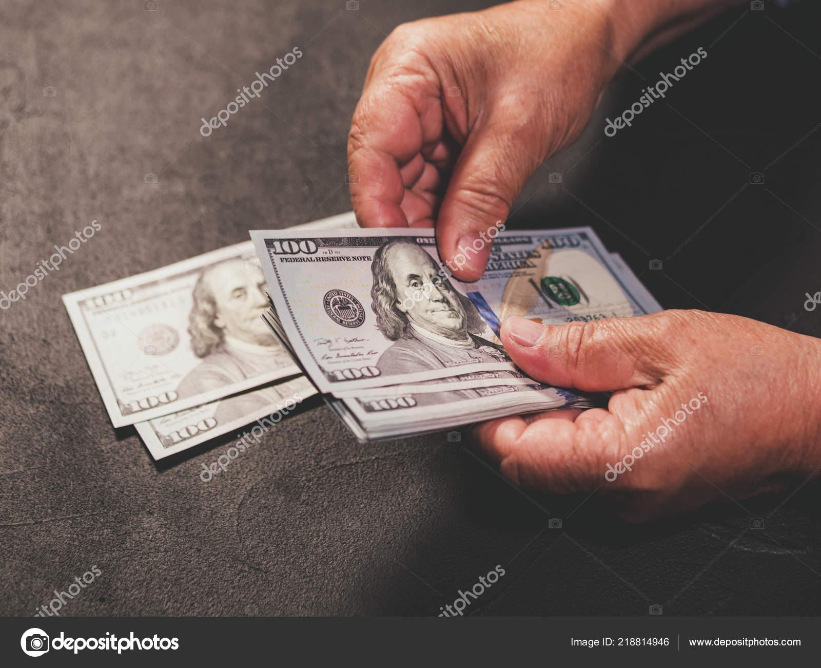 Zählen Uns Währung Alte Frau Zählt Geld Neue Us Dollar Bei Falten
