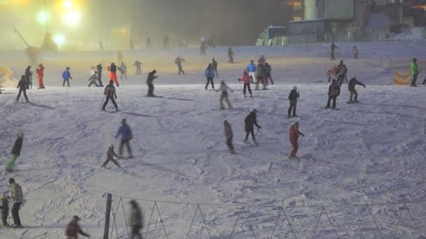 večerní lyžování bukovel resort Ukrajina