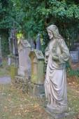 Fotografie Das Foto wurde in der deutschen Stadt Straubing. Das Bild zeigt die alten Denkmälern des alten Friedhofs im Kloster