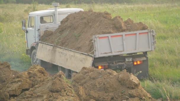 náklaďák uvolní půdy