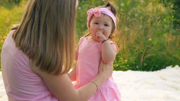 Máma a dcera v stejné šaty