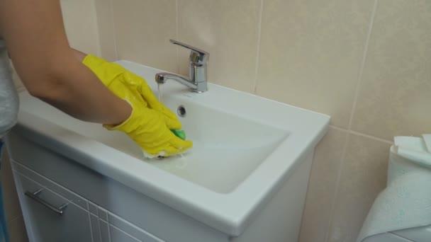 dívka praní mycí umyvadlo umyvadlo