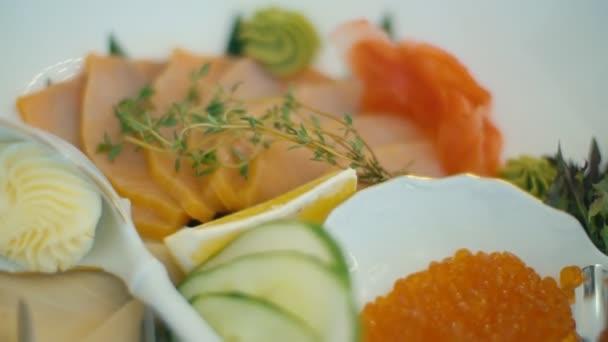 Fischplatte auf dem Tisch