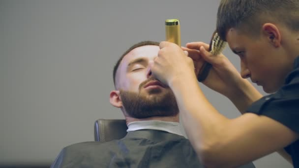 a mans haircut in a hairdresser