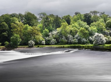 The stunning weir on the River Trent as it roars past the Radcliffe-on-Soar power station at Red Hill on the Nottinghamshire/Leicestershire border in the East Midlands, United Kingdom.