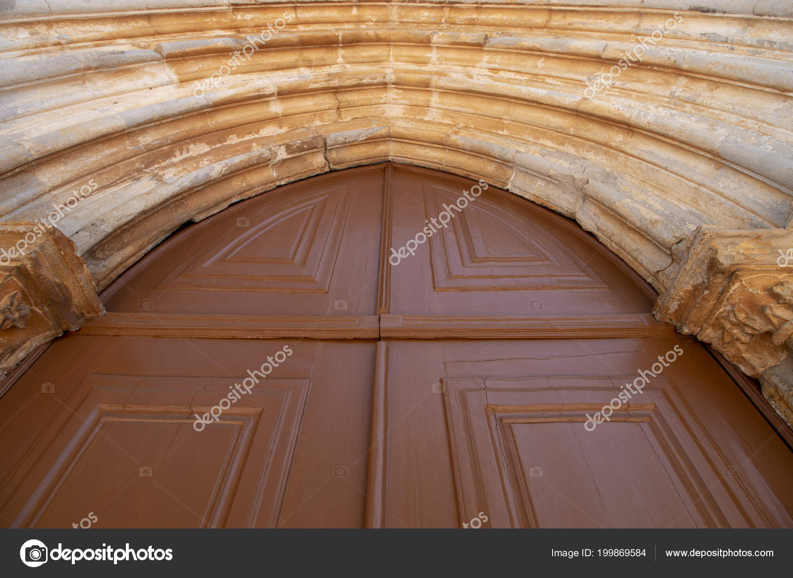 Cerrar Vista Grandes Puertas Madera Sobre Christian Church Foto De