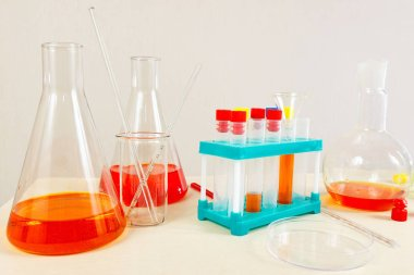 Equipment for scientific analyzes on the laboratory table