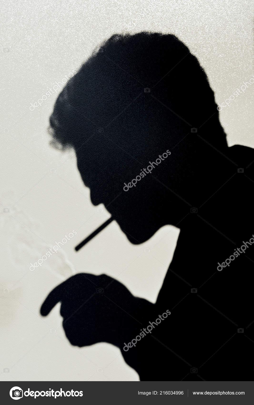 Muž na muže kouření
