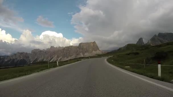 Jízdy na horské silnici, Alpy Dolomity