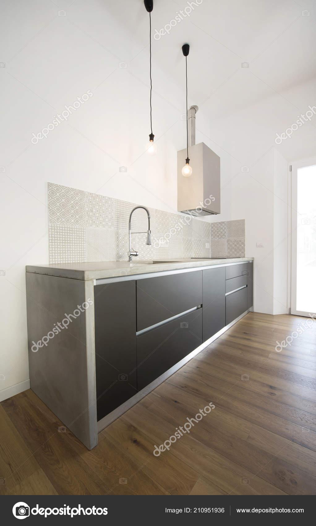 Interiore della cucina moderna con piano lavoro cemento foto stock katy89 210951936 - Piano della cucina ...