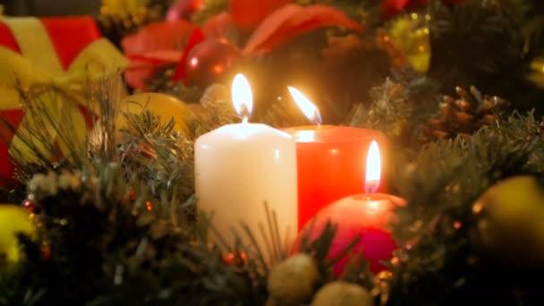 Nahaufnahme 4k Video von drei brennenden Kerzen an Heiligabend