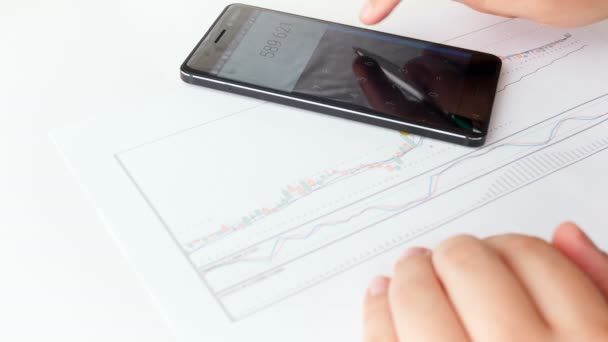 Closeup 4k footage of male bisiness analyst drawing financial stock graph
