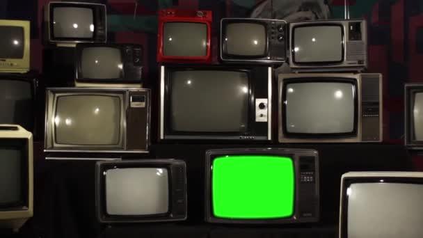 80-as években televíziók zöld képernyők, hogy bekapcsolása. Kicsinyítés. Kész arra, hogy cserélje ki a zöld képernyő felvétel vagy képet szeretne. Full Hd.
