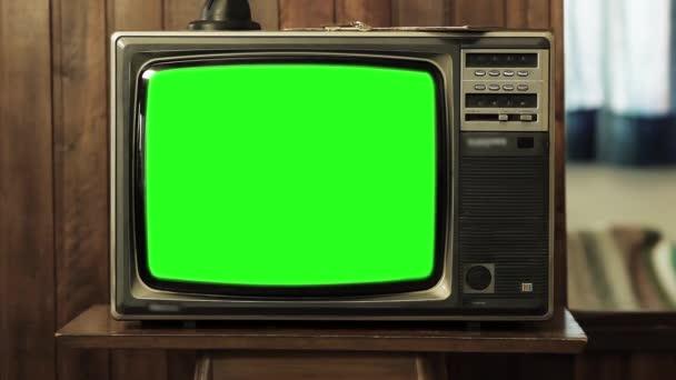 1980s televize s zeleným plátnem. Chcete vyměnit fabion se záběry nebo obrázek. Můžete to udělat s efektem klíčování (Chroma Key) v Adobe After Effects nebo jiný software pro střih videa. Full Hd.