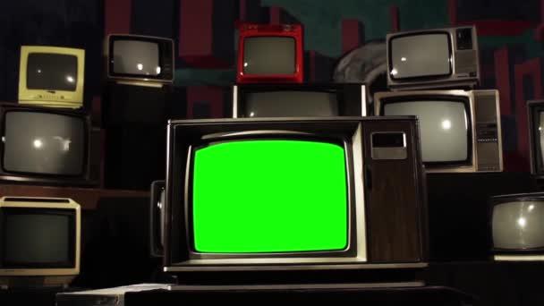 Vintage Tv zöld képernyő és sok 1980-as TV-vel felszerelt kész csere zöld képernyő felvétel vagy képet szeretne. Meg tudod csinálni a beírása (Chroma Key) hatása az Adobe After Effects vagy más video szerkesztés szoftver. Full Hd.
