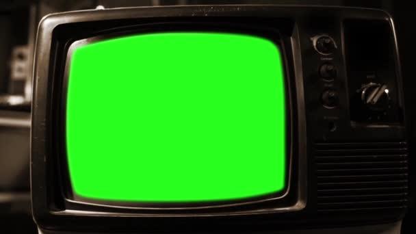 Régi Tv zöld képernyő. Szépia tónusú. Kész arra, hogy cserélje ki a zöld képernyő felvétel vagy képet szeretne. Meg tudod csinálni a beírása (Chroma Key) hatása az Adobe After Effects vagy más video szerkesztés szoftver. Full Hd.