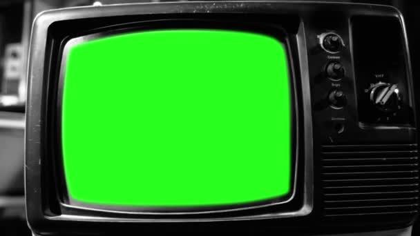 Régi Tv zöld képernyő. Fekete-fehér hang. Kész arra, hogy cserélje ki a zöld képernyő felvétel vagy képet szeretne. Meg tudod csinálni a beírása (Chroma Key) hatása az Adobe After Effects vagy más video szerkesztés szoftver. Full Hd.