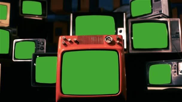 Sok régi TV-vel, zöld képernyő. Kék acél hangon. Nagyítás be kész helyett zöld képernyők bármilyen felvételeket, vagy a kívánt képet. Meg tudod csinálni a Keying hatása. Full Hd.