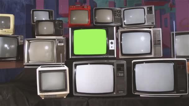 Régi Tv zöld képernyő és sok régi TV-vel felszerelt esztétikája a 80-as években. Zoom In. blansírozott. Készen áll a helyére zöld képernyő-val minden felvétel, vagy kép ön akar. Meg tudod csinálni beírása (Chroma Key) hatású. Full Hd.