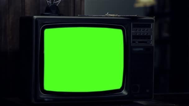 Régi TV zöld képernyő. A 80-as években az esztétika. Kész arra, hogy cserélje ki a zöld képernyő felvétel vagy képet szeretne. Meg tudod csinálni a beírása (Chroma Key) hatása az Adobe After Effects. Full Hd.