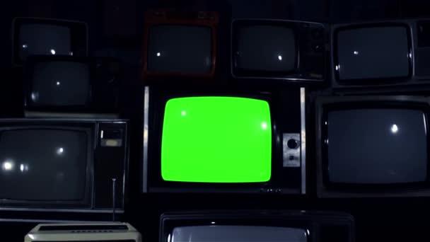 80-as években Tv zöld képernyő több 80-as években a TV Dolly In. sötét hangon. Készen áll a zöld képernyő cseréli a felvételeket, vagy a kép ön akar. Meg tudod csinálni után hatása hatállyal beírása (Chroma-Key).