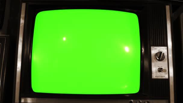 80-as években Tv zöld kiszűrjük sok 80-as években a TV Dolly. Szépia tónusú. Készen áll a zöld képernyő cseréli a felvételeket, vagy a kép ön akar. Meg tudod csinálni hatású beírása (Chroma-Key).