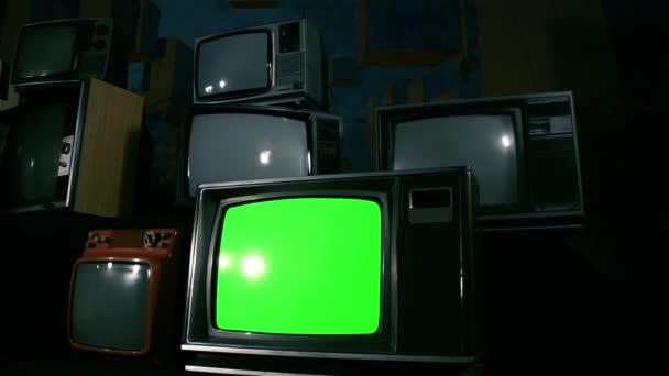 80-as években a Green Screen Tvs. Párhuzamos Dolly lövés. Kék acél hangon. Készen áll a zöld képernyő cseréli a felvételeket, vagy a kép ön akar. Meg tudod csinálni után hatása hatállyal beírása (Chroma-Key).