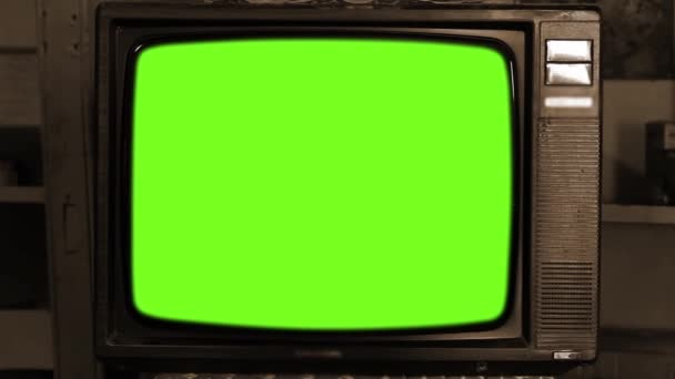 80-as évek televízió Green Screen. Esztétikája a 80-as években. Szépia Tone. Lassú nagyítás. A zöld képernyőt kicserélheti a kívánt felvételekkel vagy képpel. Meg tudod csinálni a keying hatása After Effects (Nézd meg útmutatók a YouTube-on).