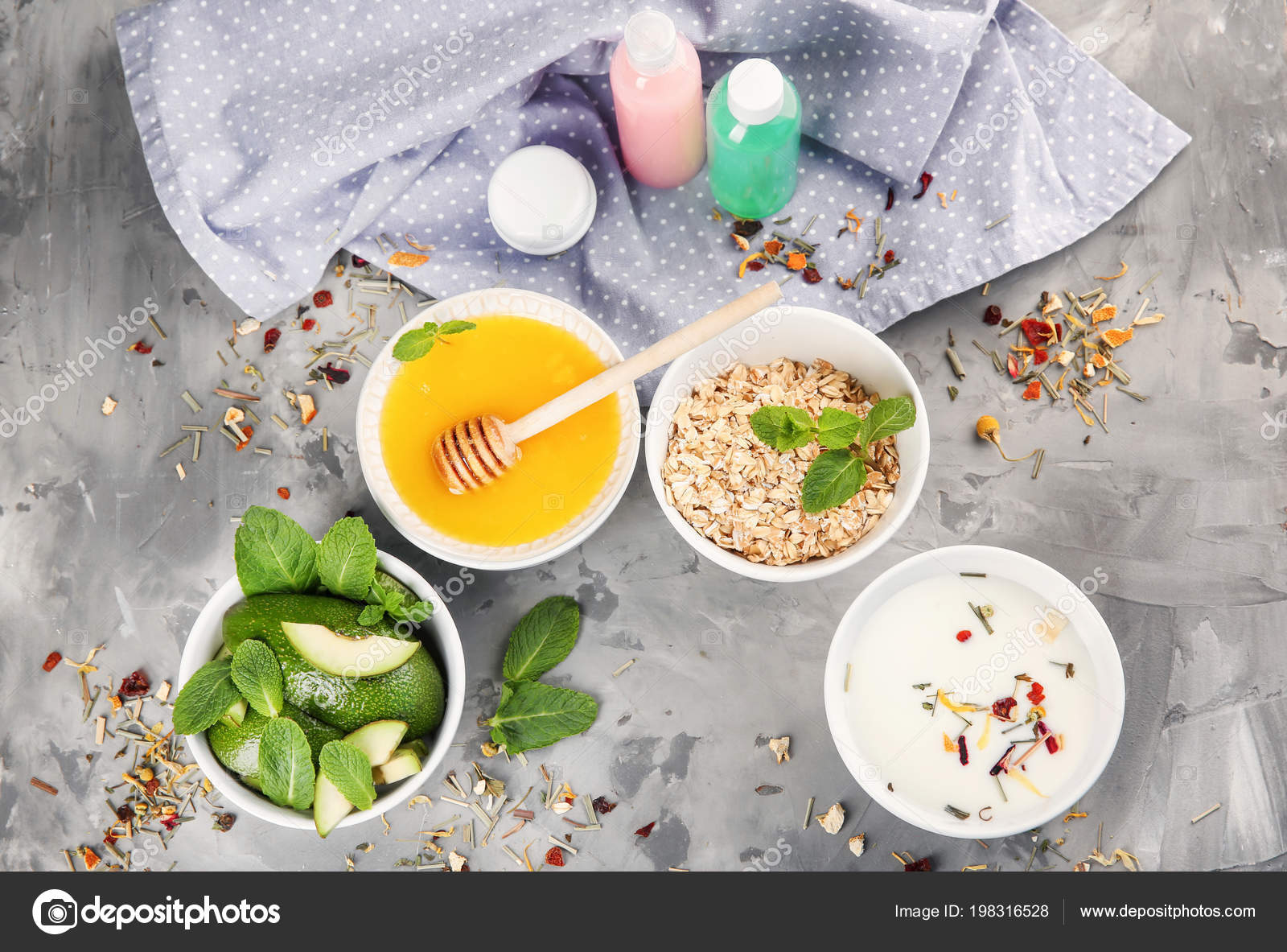 Bowls Natural Ingredients Homemade Cosmetics Table — Stock Photo