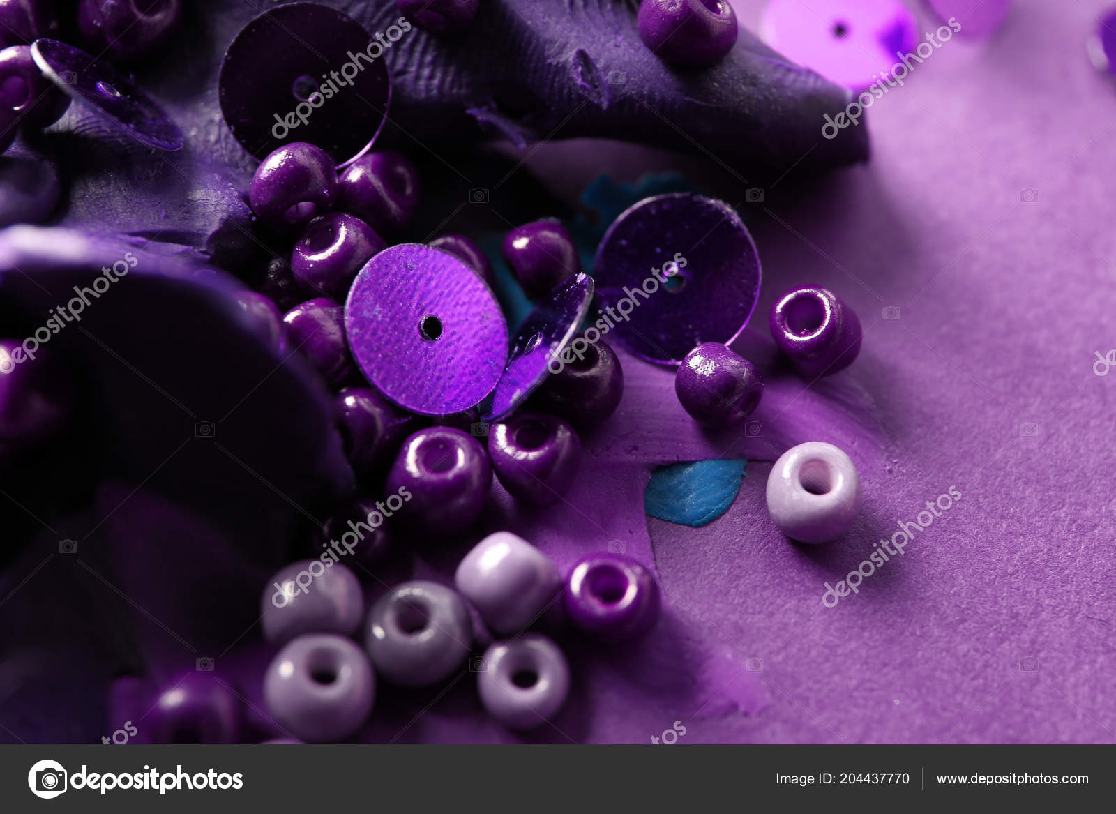 Pailletten kralen met playdough kleur achtergrond u stockfoto