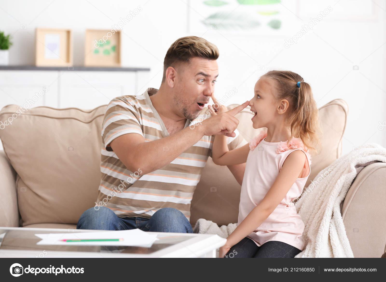 Секс пьяной дочки с отцом, Отец и дочь, отец ебет дочь - Смотреть порно видео 22 фотография