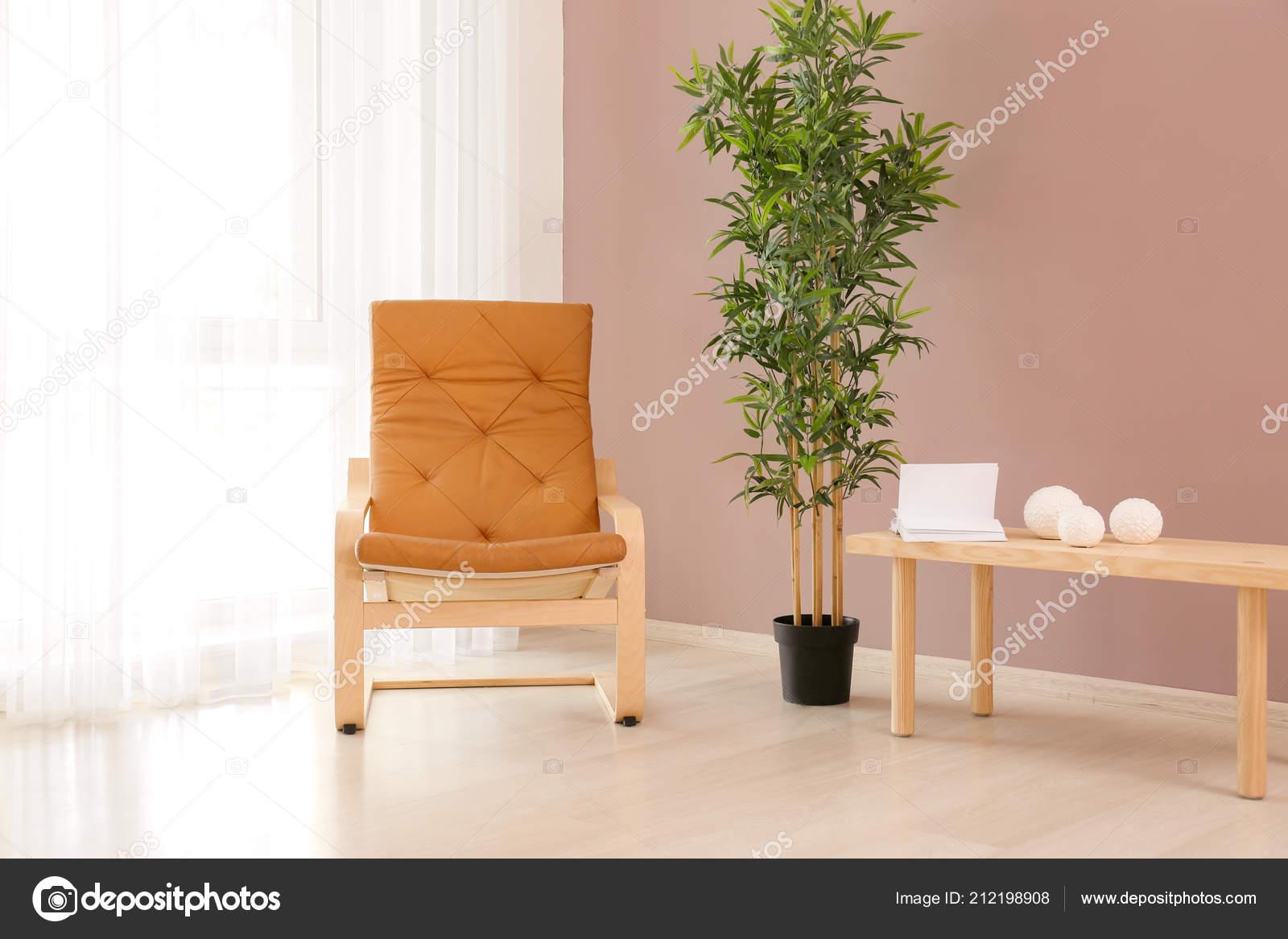 Couleur Salle De Sejour fauteuil confortable avec table usine près mur couleur