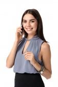 Szép üzletasszony beszélő, mobil telefon, fehér háttér portréja