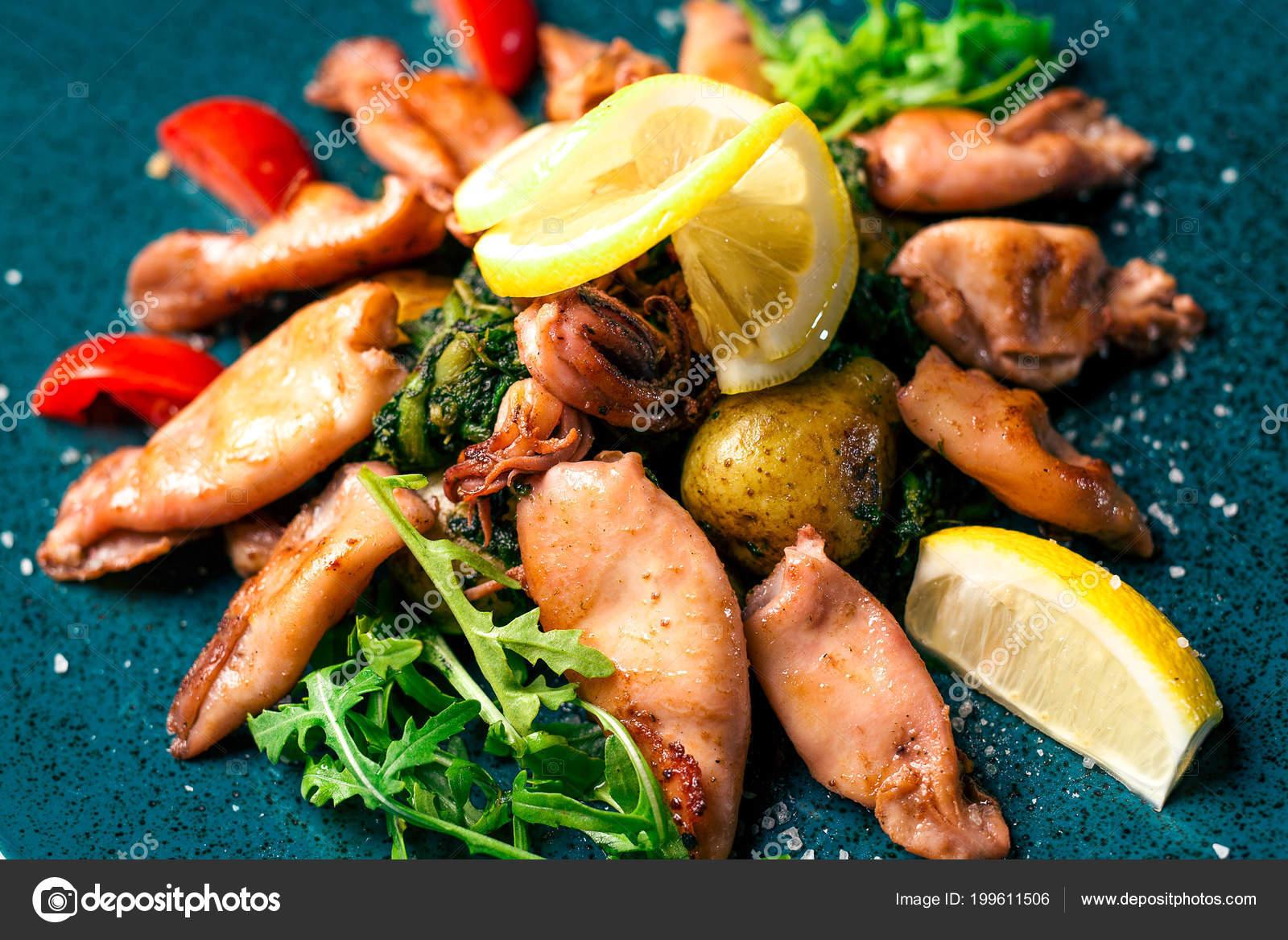 Gegrilde Inktvis Met Citroen Fruit Kleurplaat Italiaans Restaurant