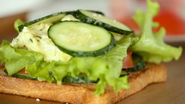 Egy részlete, paradicsom és uborka szendvics