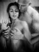 Krásný mladý pár je milovat ve sprše