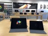 Apple store interiér a produkty na displeji v Apple store se nachází v nákupním středisku San Tan, který se nachází v Gilbert Arizona, který se nachází v jihozápadní části Spojených států. Apple Inc prodává počítače a elektronická zařízení