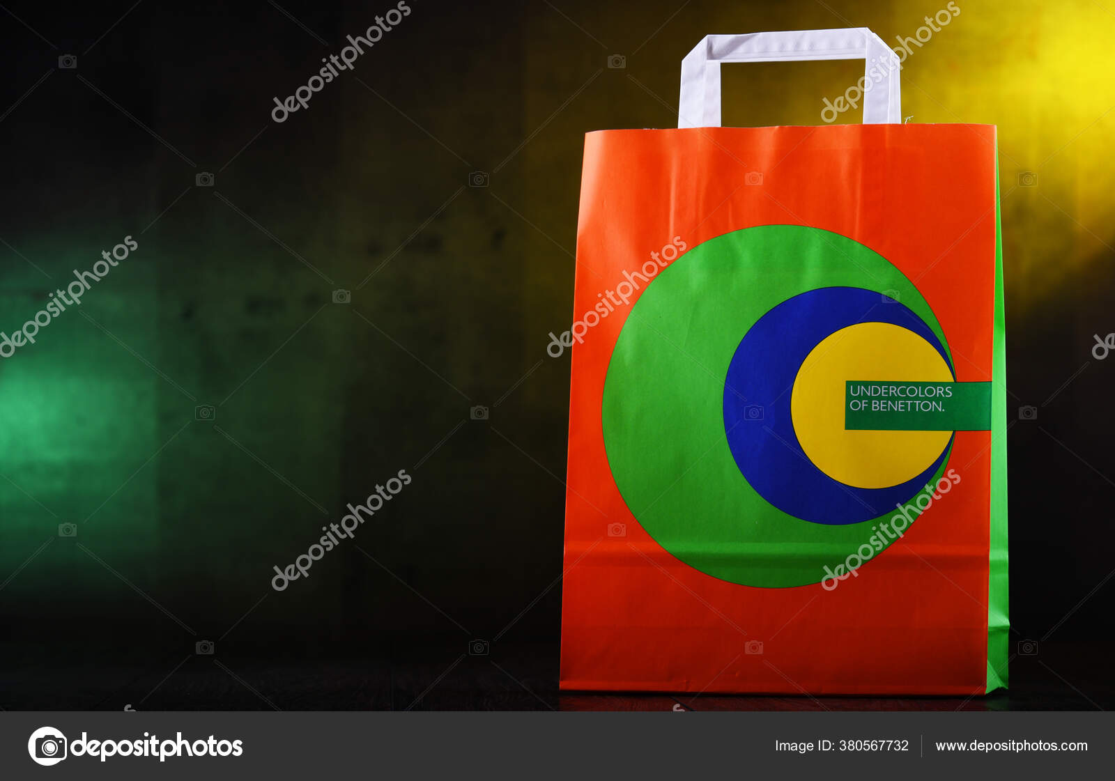 Fotos de Colores unidos de benetton de stock, imágenes de Colores unidos de  benetton sin royalties | Depositphotos