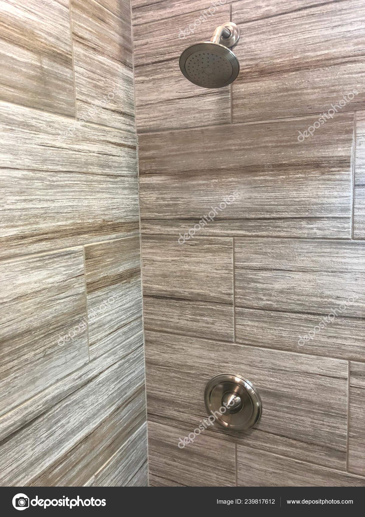 Nuevos Azulejos Pared Instalada Cuarto Baño — Foto de stock ...