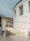 London, Anglia - 2018. augusztus 5.: A nagy bíróság a British museum-ban Londonban. A British museum pedig egy állami intézmény szentelt az emberi történelem, a művészet és a kultúra.