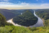 Fotografie Unique landscape and landmark of the Saarland with a view to Saar river bend in Germany