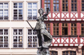 -szobor lady igazságszolgáltatás előtt a romer-Frankfurt - csíra