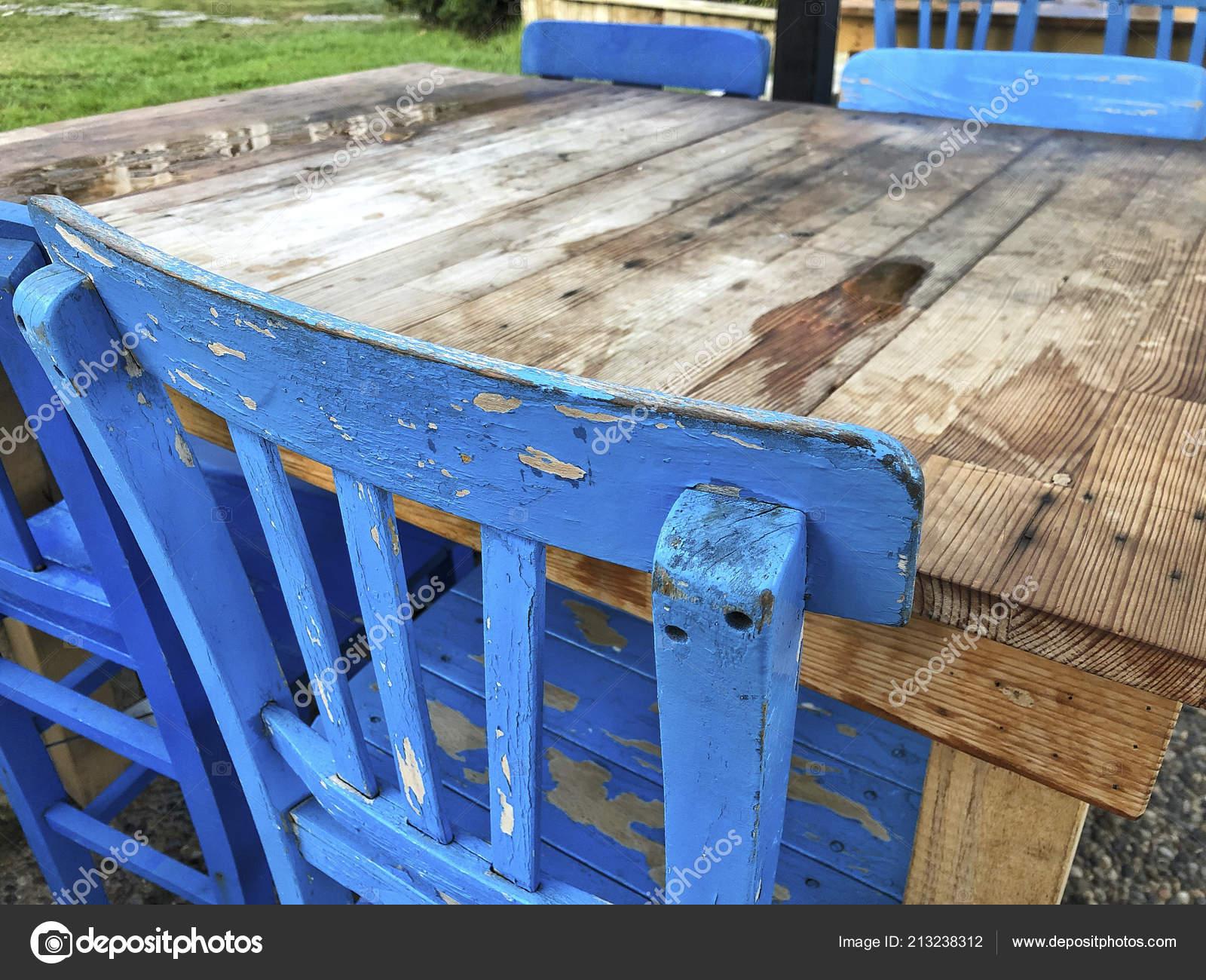 Piani Per Tavoli In Legno Vecchio.Sedie Tavolo Legno Vecchio Primo Piano Foto Stock C Bernanamoglu