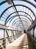 üvegtető városi ívelt folyosón