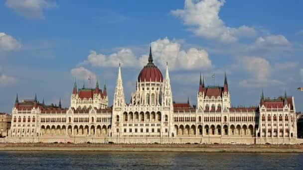 Budapest - nap-idő telik el a Parlament. Magyarország